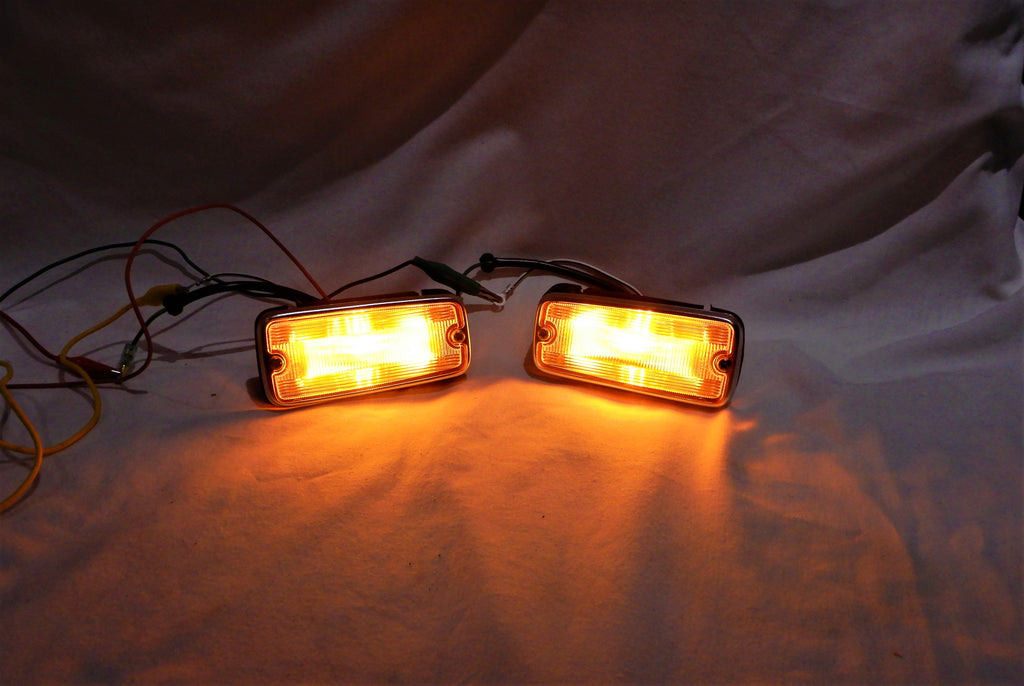 "LED ( Light Emitting Diodes ) Equipped Type ,  Set of NEW OEM AMBER "" KUSTOM KOITO  "" Apron Style Lights / Lamps Kit  NEW TOYOTA Genuine  Parts SIDE Marker   FJ40 LH  & RH  Lights Lamps   1968-1974 FJ40  FJ55"