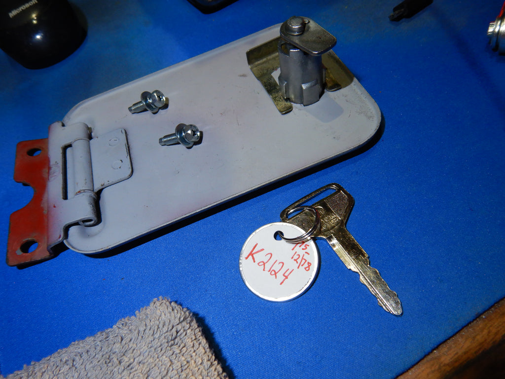 Fully Restored inside and Out   3/69 - 12/78  Fuel / Gas Door Lock w/ New Master Working Key FJ40