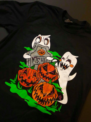 Black t-shirt with two ghosts, 3 jack-o-lanterns and a headstone.
