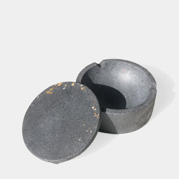 Pretti. Cool Geo Concrete Ashtray