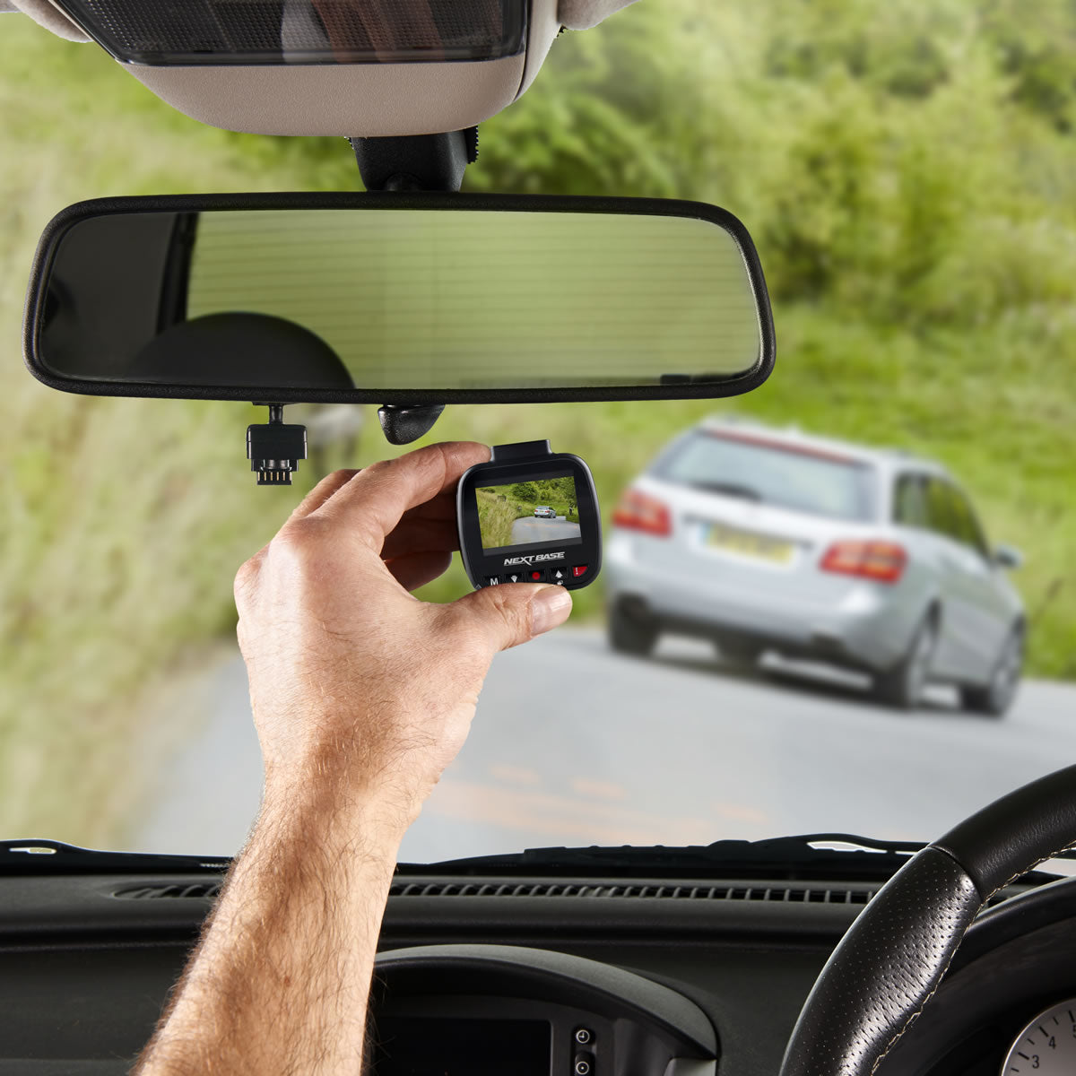 How to use the dash cam