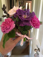 Load image into Gallery viewer, Roses Posy from my garden