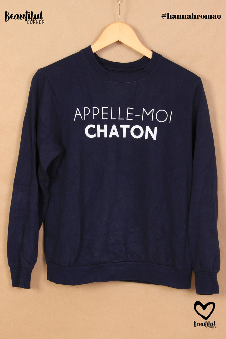 "Pull bleu marine inscription ""Appelle-moi chaton"""
