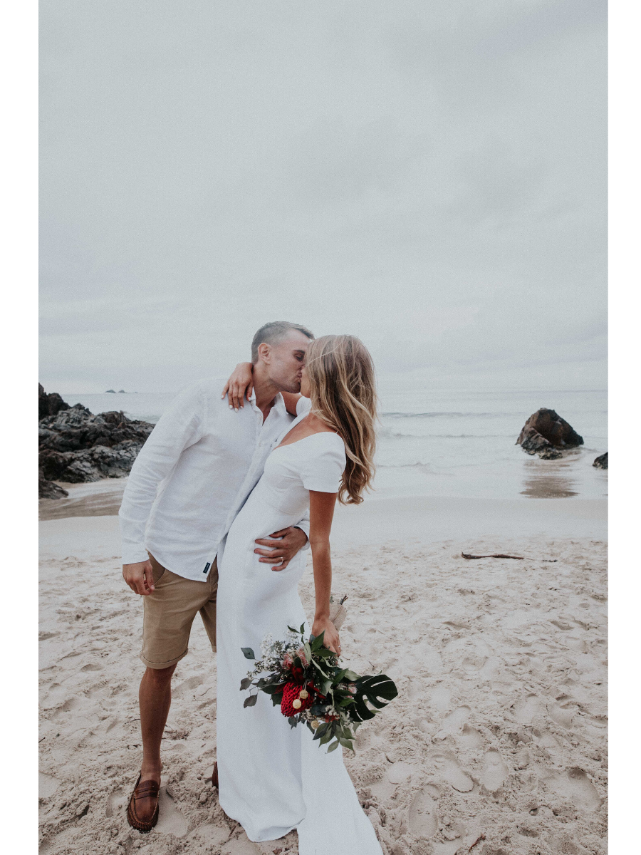 BEN + JAS // ROMANTIC BEACH WEDDING AT BEACH BYRON BAY