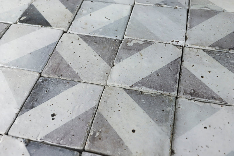 Grey and white pattern matt tile 100x100