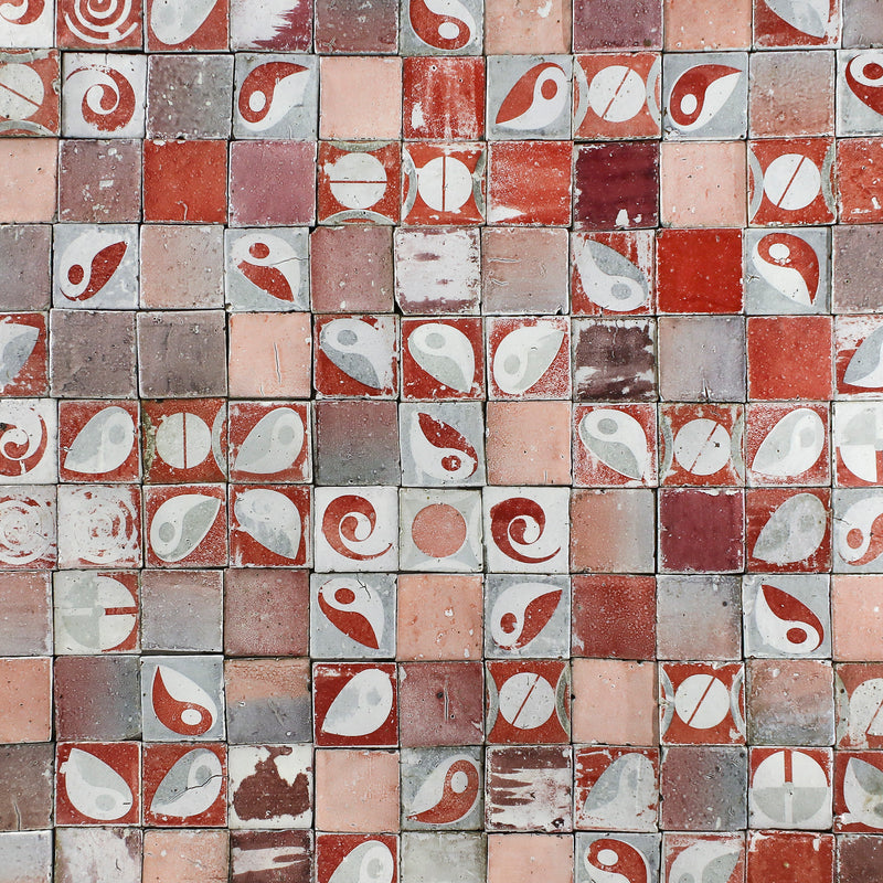 Red and white pattern matt tile 100x100