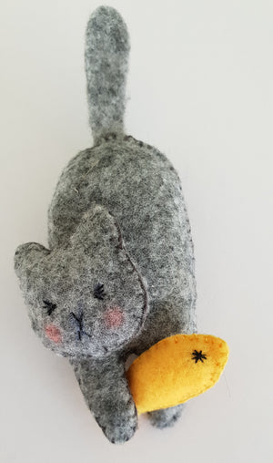 Cat with fish felt brooch / pin / bag charm