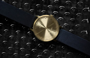 TUBE WATCH T32 | Messing ARMBANDUHR | Quarzuhrwerk | Ø 32 mm | Piet Hein Eek | Leff Amsterdam