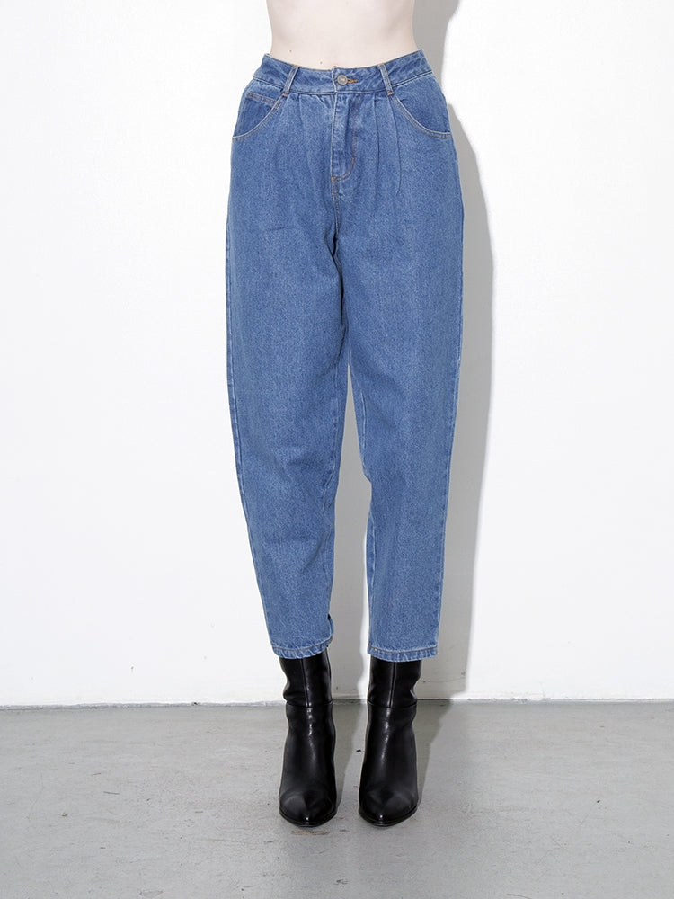 Oak Pleated Baggy Jean in Indigo in Indigo by Oak