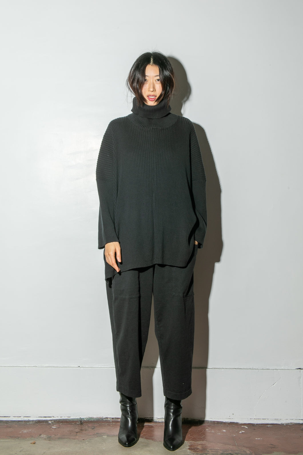 Oak Massive Turtleneck Sweater in Black