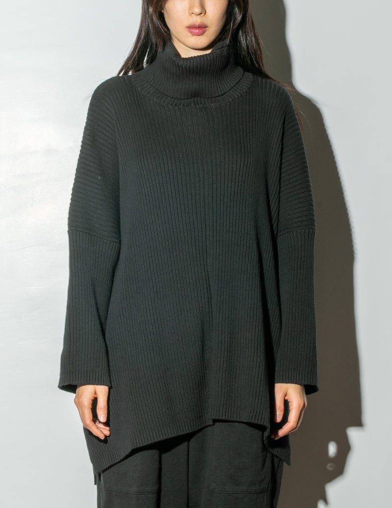 Oak Massive Turtleneck Sweater in Black in Black by Oak