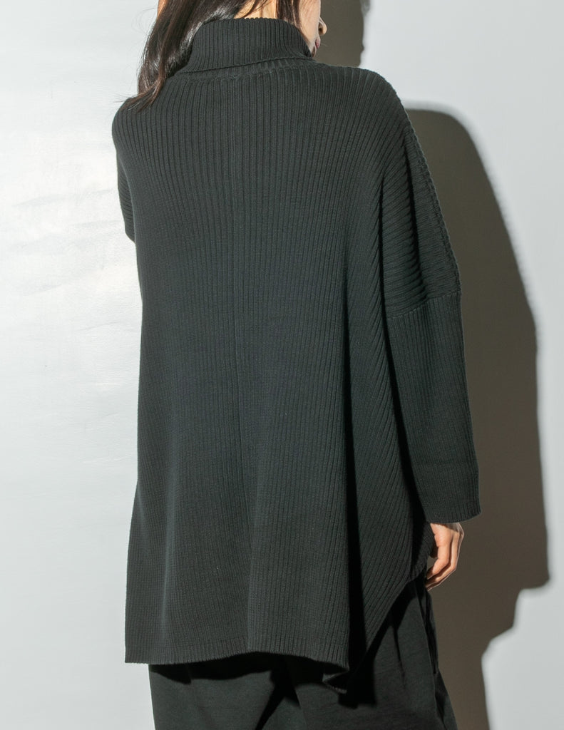 Load image into Gallery viewer, Oak Massive Turtleneck Sweater in Black