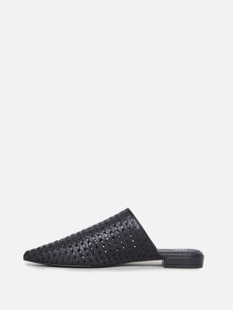 Oak Reeve Slide Woven Black in Black by Oak