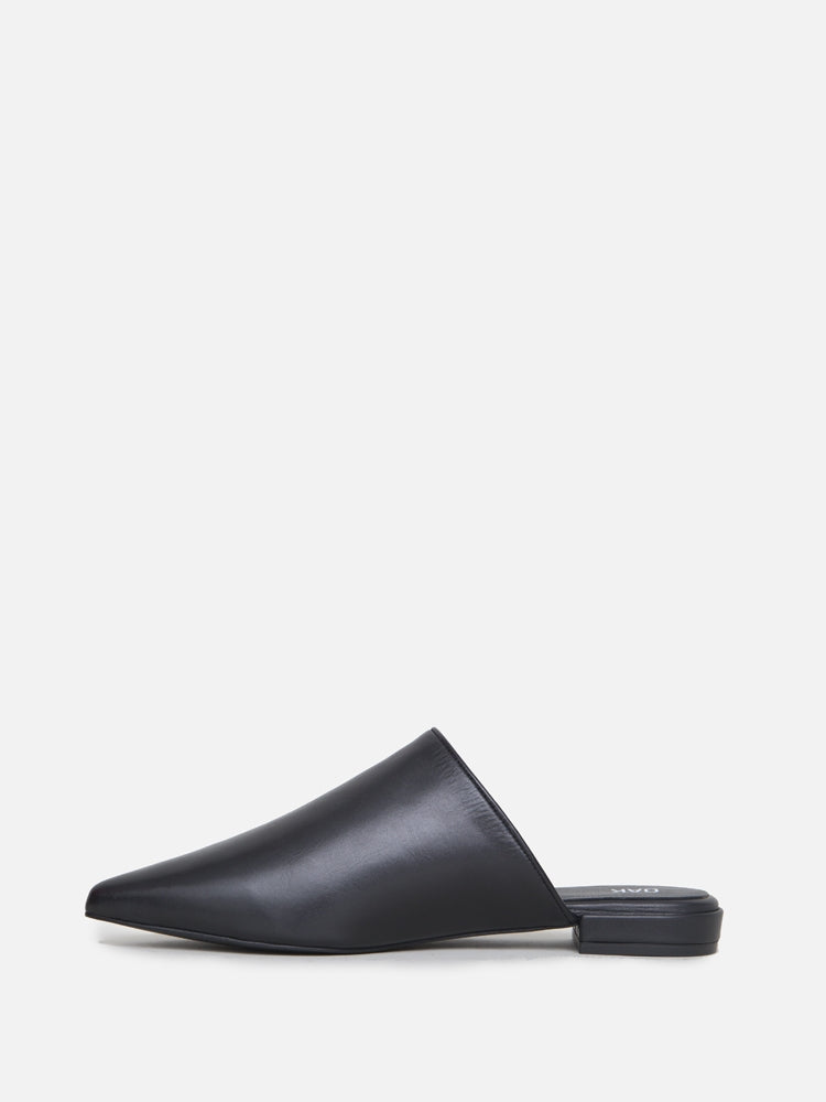 Oak Reeve Slide in Black by Oak