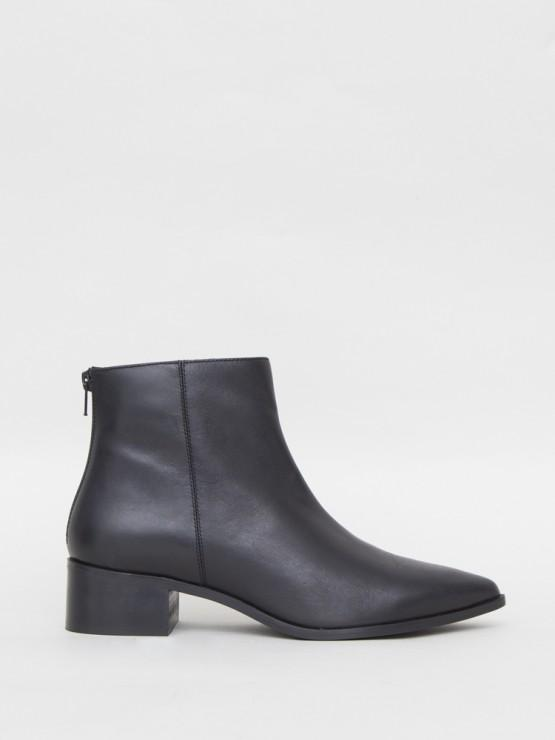 Hart Boot in Black Leather by Oak OOS