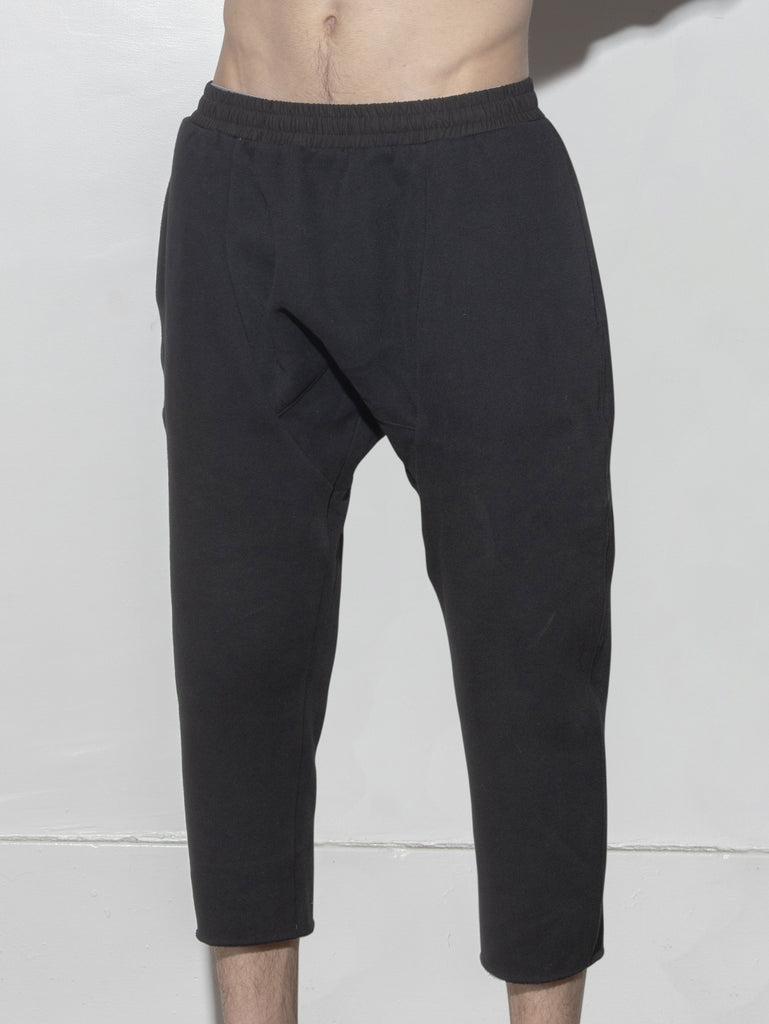 Load image into Gallery viewer, Oak Cropped Karate Sweat Pant in Black