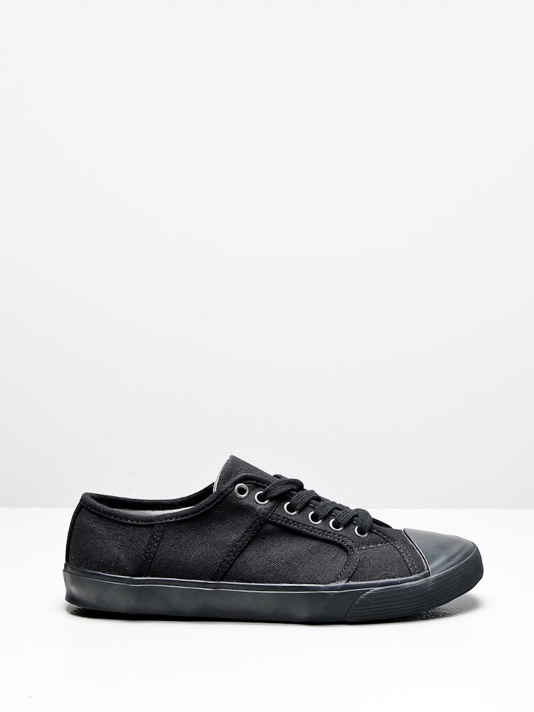 Milton Sneaker in Black by Oak