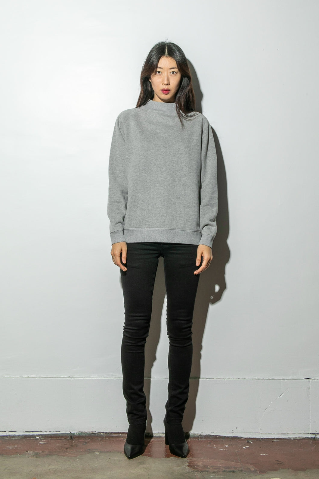 Oak Mock Neck Sweatshirt in Heather Grey