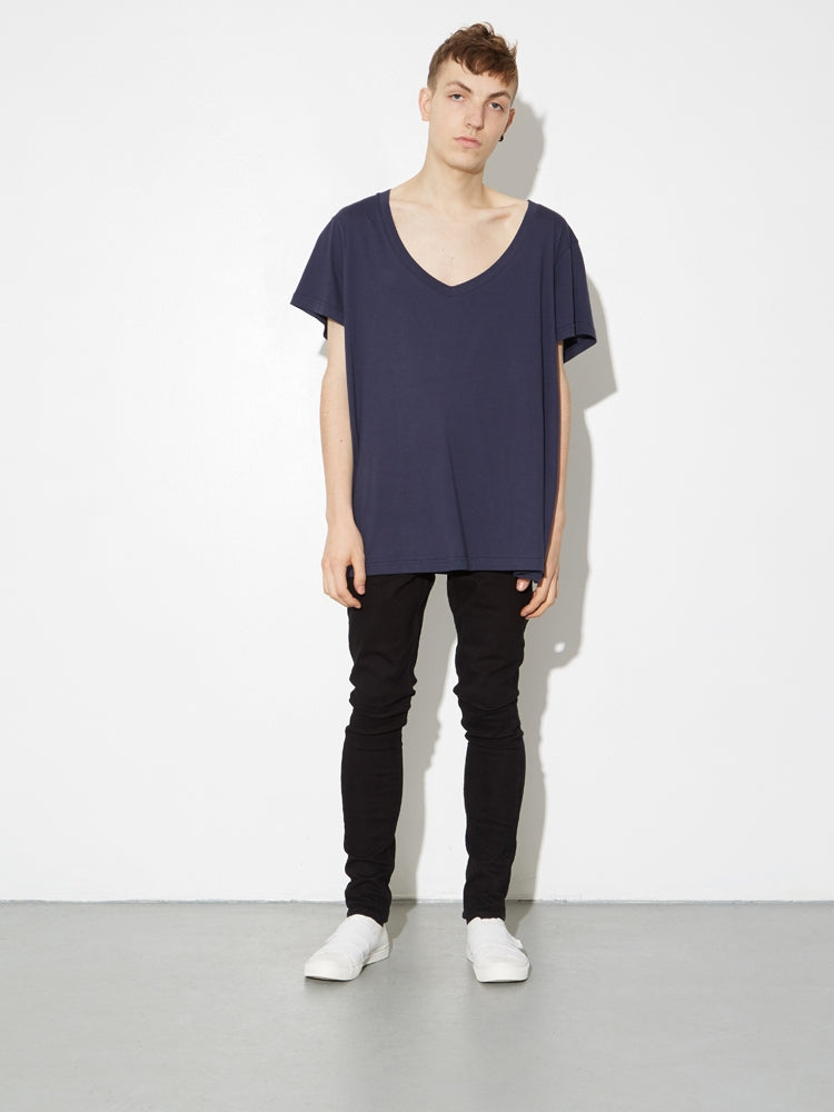 Oak Oversize V Tee In Midnight in Midnight by Oak