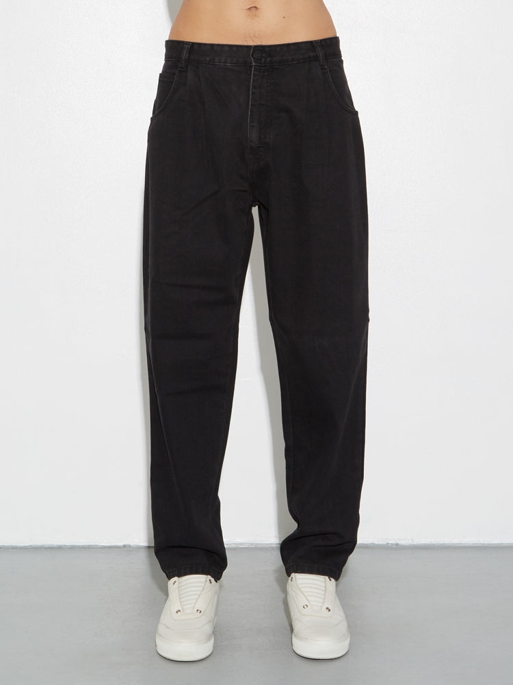 Load image into Gallery viewer, Oak Pleated Baggy Jean in Black