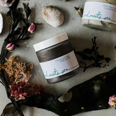 EXFOLIATING MUD - Cinnamon & Rose
