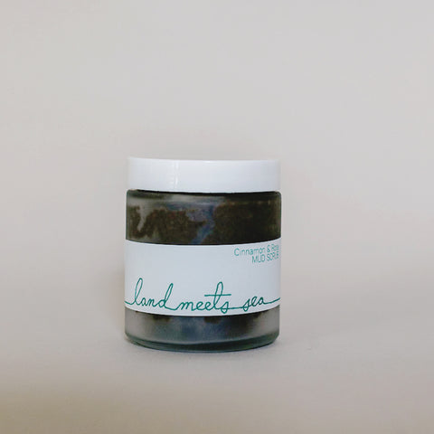 MUD SCRUB - Cinnamon & Rose