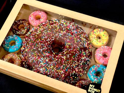 GIANT DONUT CAKE PARTY PACK GIFT BOX