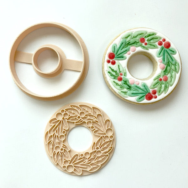 Christmas Wreath Cutter & Embosser Set (Little Biskut)