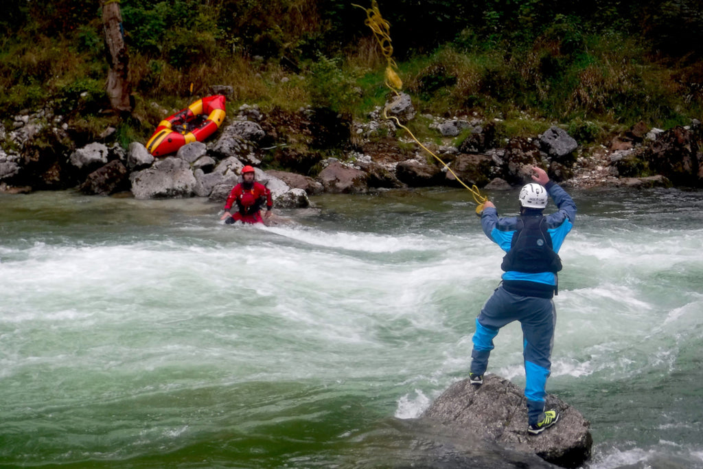 Packraft Whitewater Rescue Course Throw bag training