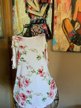 Load image into Gallery viewer, Super CUTE Floral top with Cut out Cold Shoulder