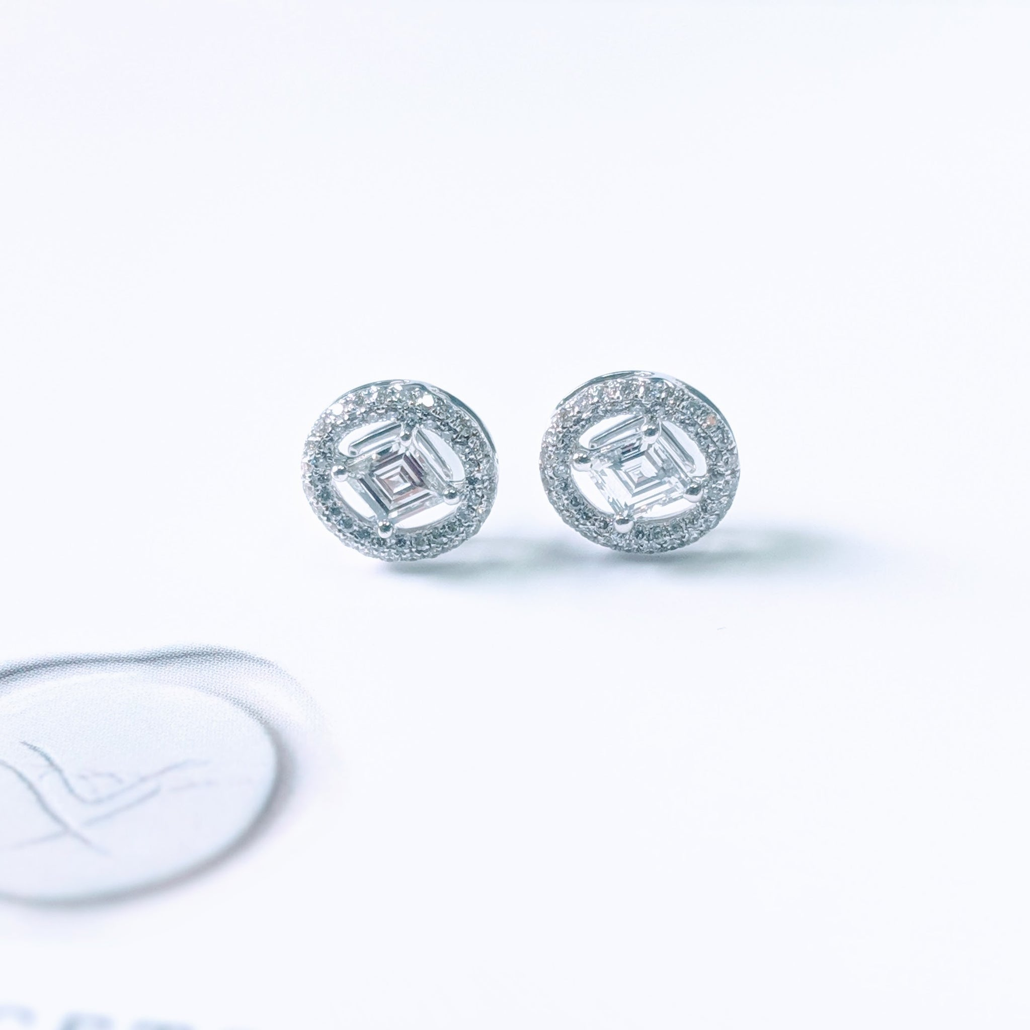 64Facets Earrings with Kite-Shaped Step-Cut Diamonds