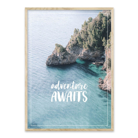 Adventure Awaits plakat