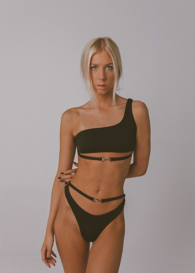 BUCKLE UP BIKINI TOP BLACK