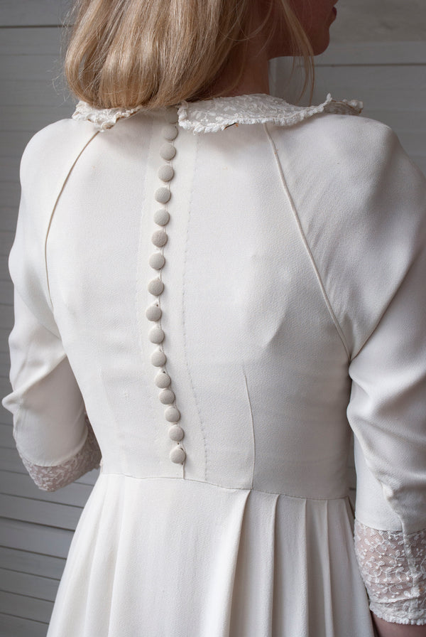 1940's Form Collar Dress