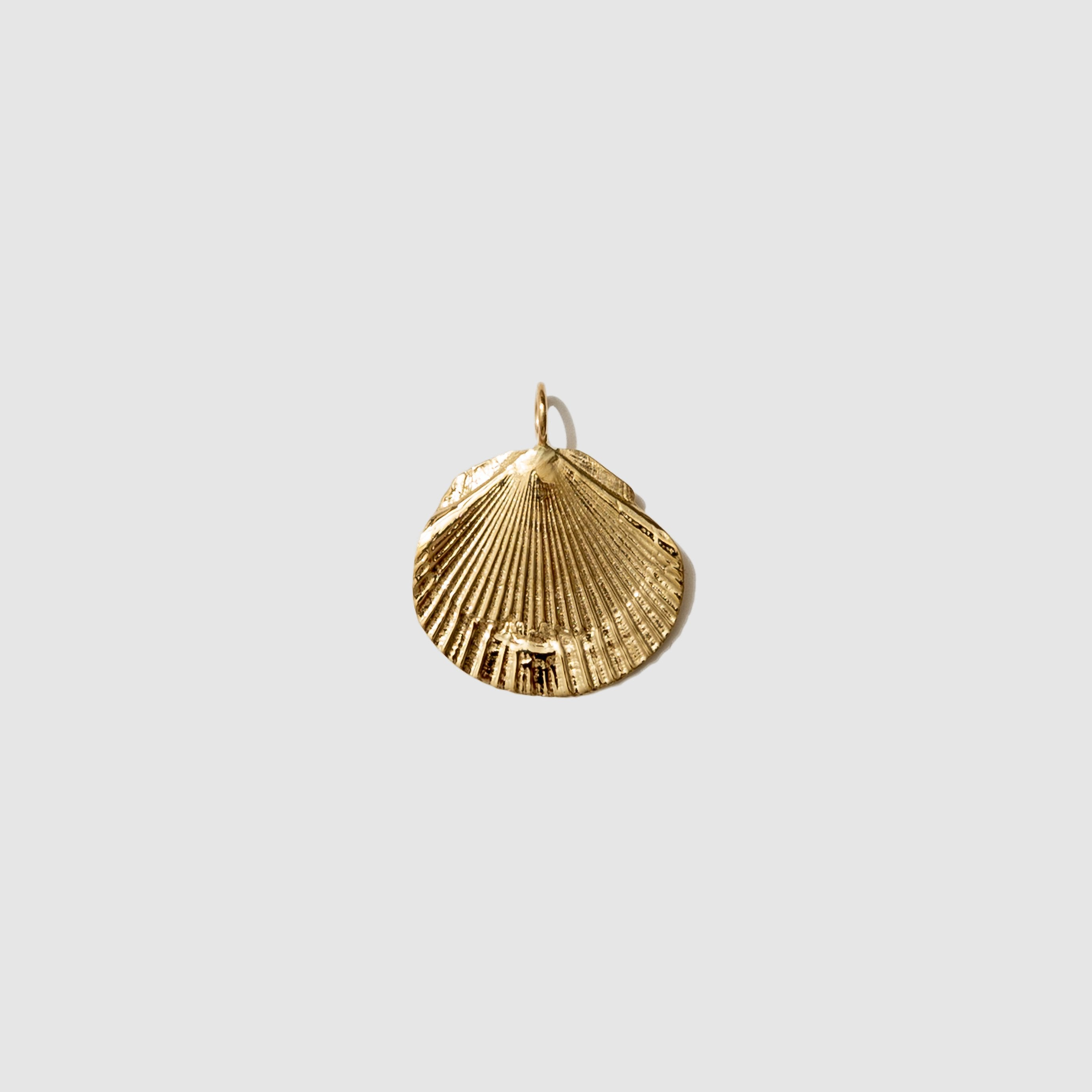 JEWELRY - GOLD CONCHA PENDANT