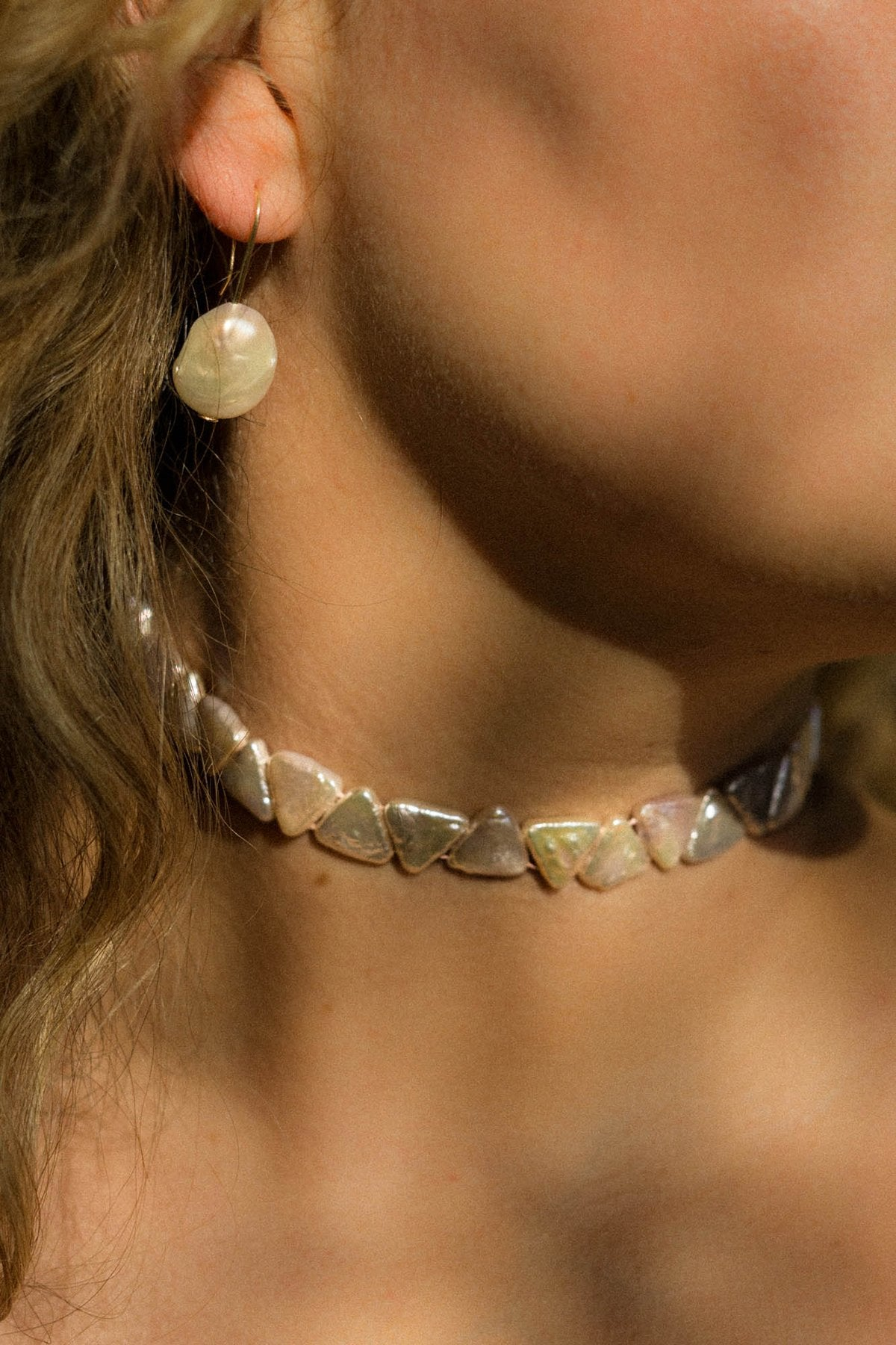 JEWELRY - PEARL PYRAMID CHOKER WITH SHELL CLASP