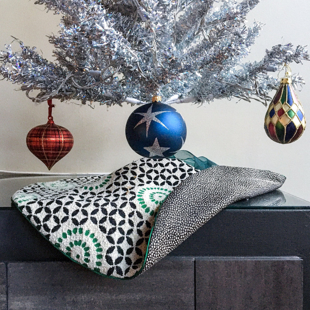 "24"" Reversible Contemporary Table Top Christmas Tree Skirt 