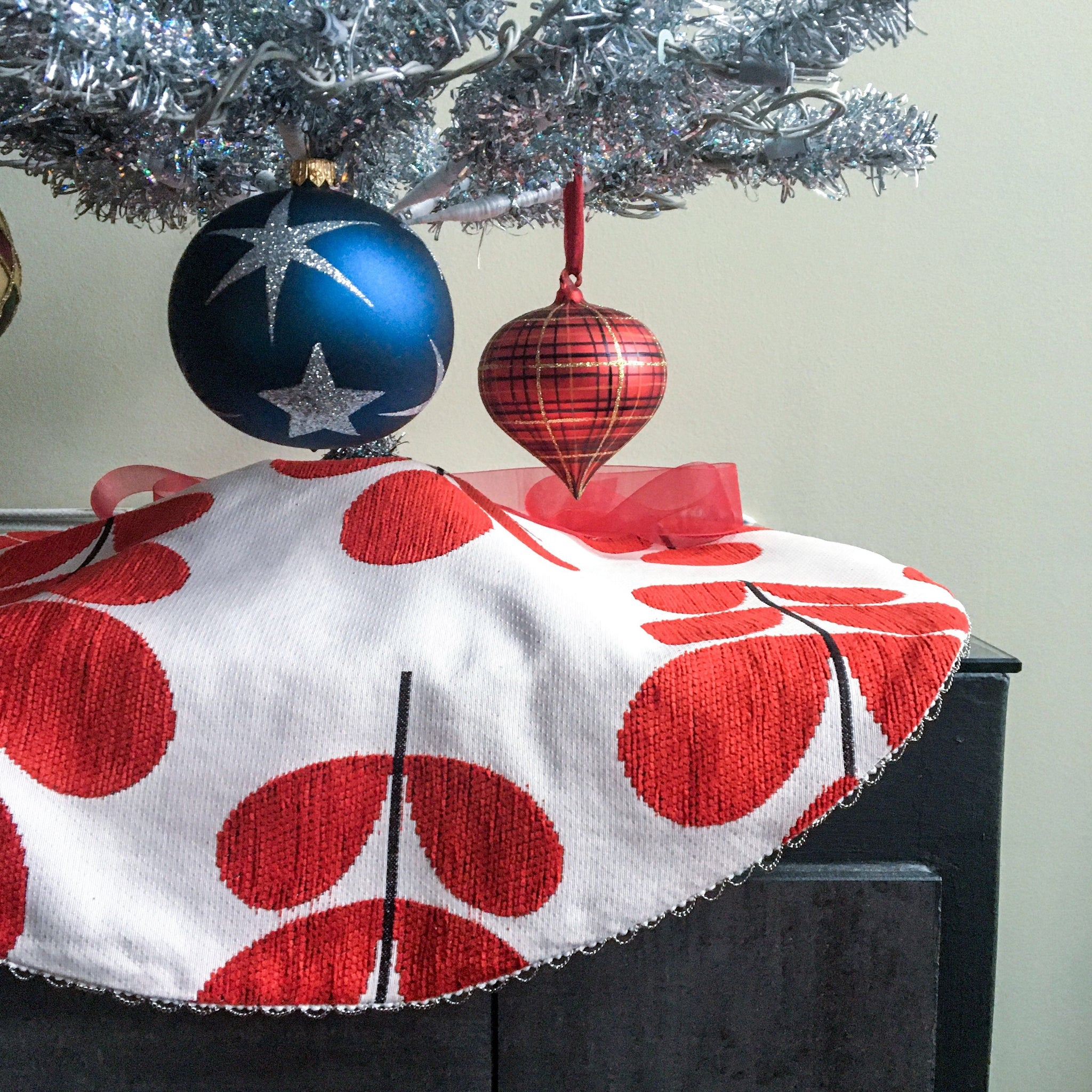 "24"" Scandinavian Reversible Tabletop Christmas Tree Skirt 