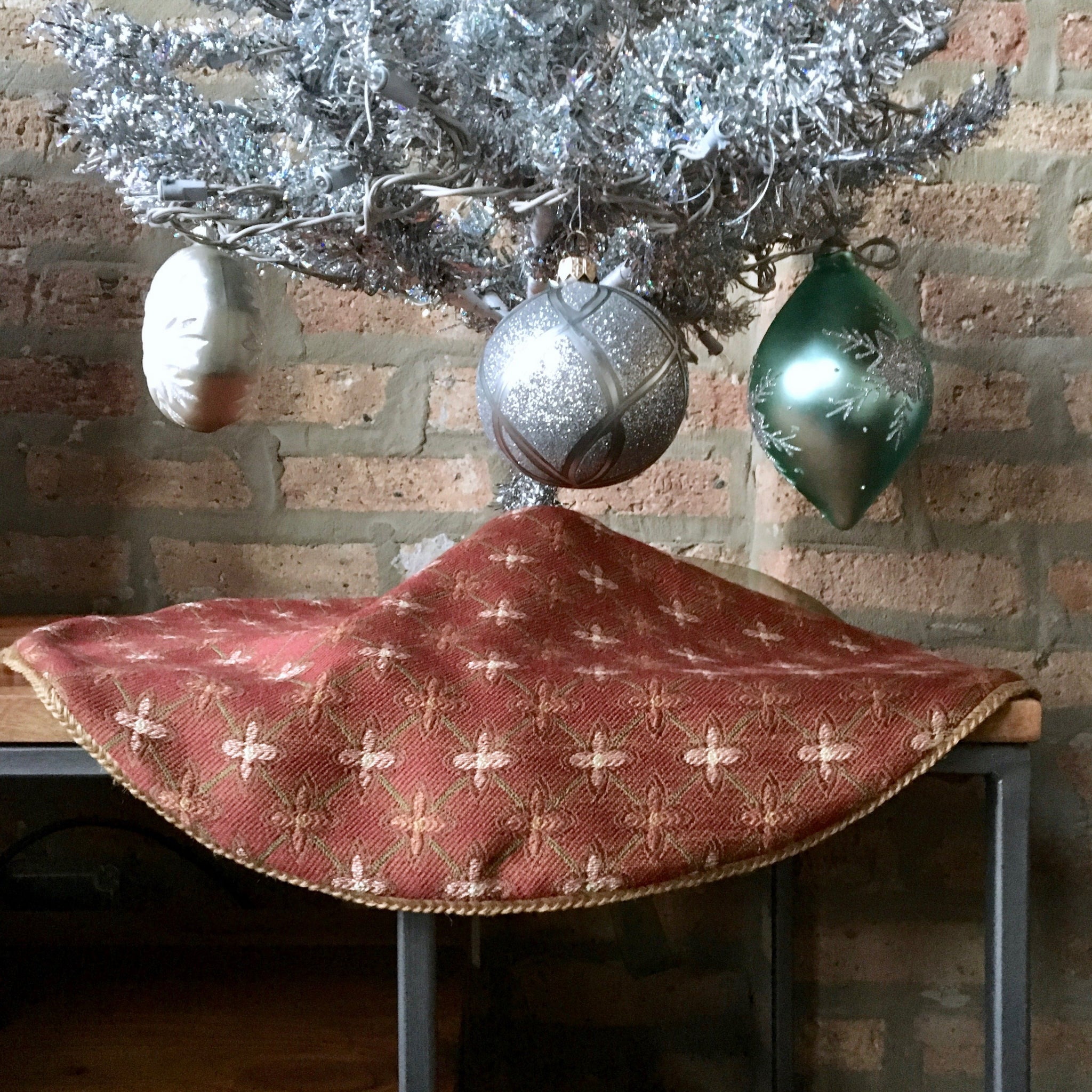 "24"" Reversible Tabletop Christmas Tree Skirt 