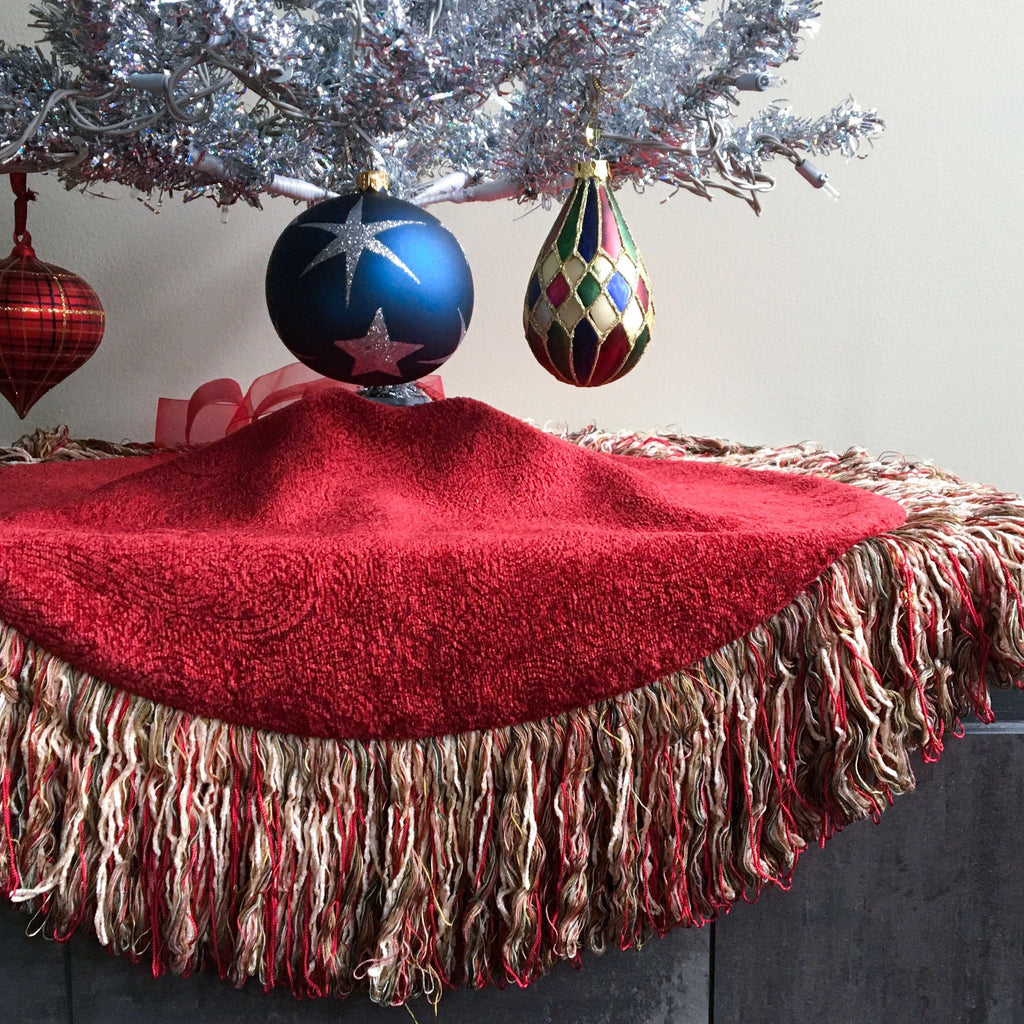 "24"" Boho Tabletop Christmas Tree Skirt, Red and White with 5"" Fringe 