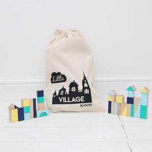 25 Piece Village Set and Storage Bag