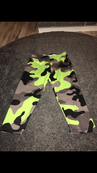 Green camo 3/4 length leggings size -S