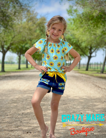 Sunflower print top with shorts and belt