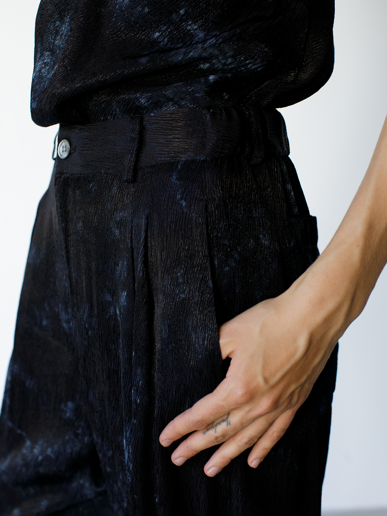 products/Y03-8327TD_Ripple-Satin-Pleated-Pant_Black_8320.png