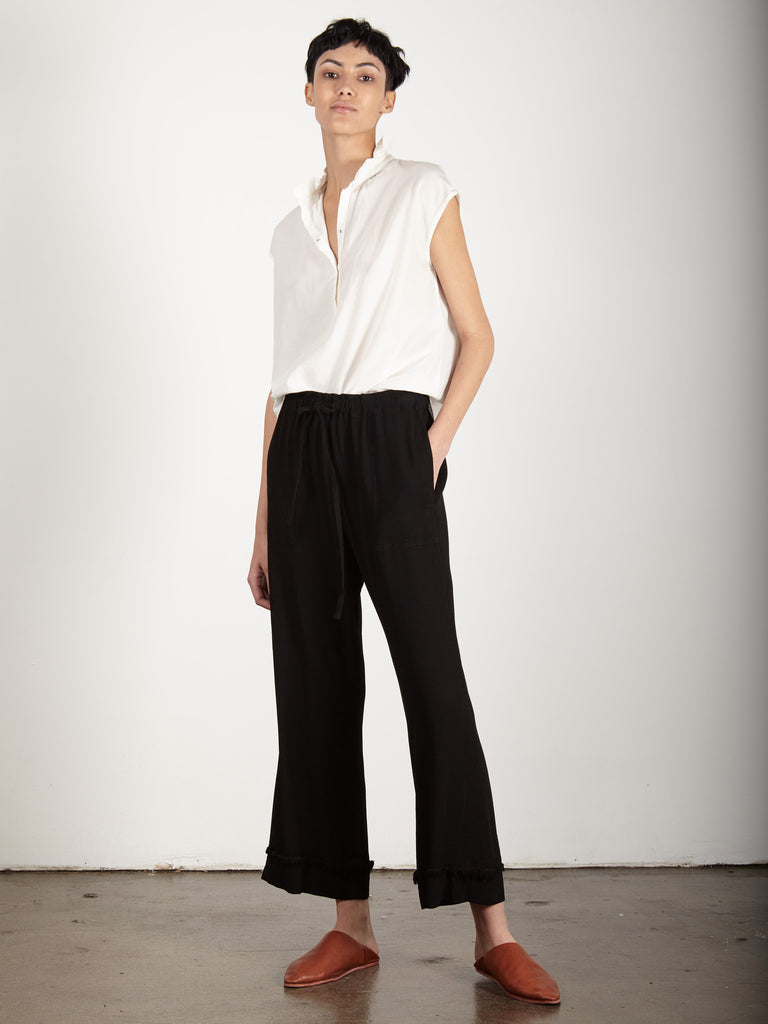 BLACK CREPE CROPPED FLARE PANT