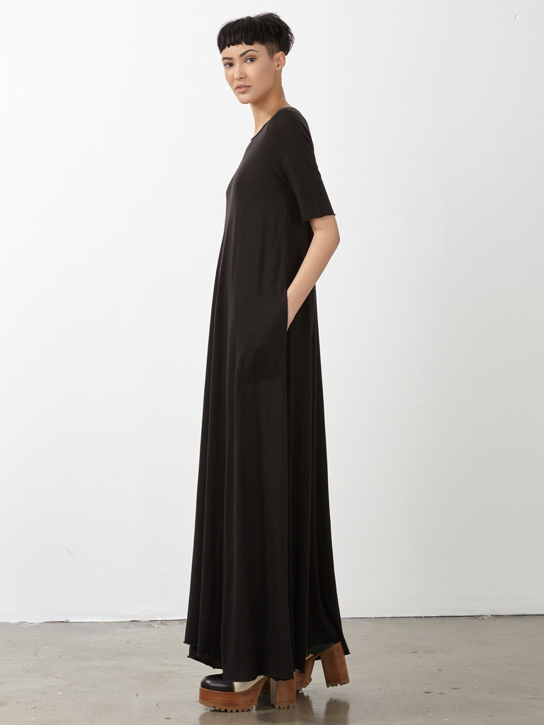products/y71-1573_Black_Signature_Jersey_Drama_Maxi_Dress094.jpg