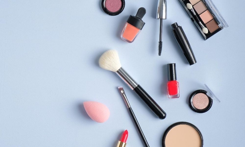 The Advantages of Starting a Cosmetics Business