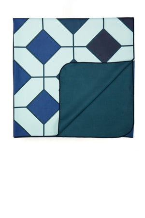 easy-fold blue towel - anaskela