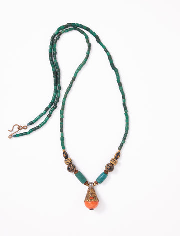 Copal green long necklace