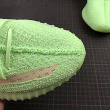 "Carica l'immagine nel visualizzatore di Gallery, Adidas x Kanye West: Yeezy 350 v2 ""Glow"" - Luxury Aparell"